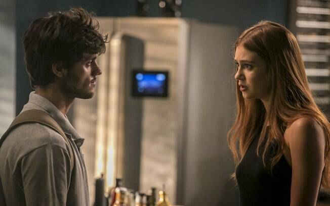 Eliza e Jonatas discutem no capítulo desta sexta-feira (26).
