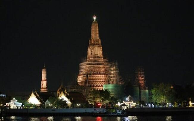 Tailândia, que tem Wat Arun como um dos principais templos do país, lidera o ranking de mais religiosos, no qual 94% dos entrevistados da pesquisa se disseram crentes.. Foto: AP