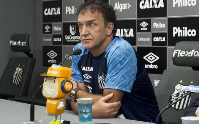 Cuca não poupou críticas à diretoria do Santos após a partida contra o Independiente