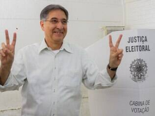Fernando Pimentel já compareceu a sua zona eleitoral, na Escola Leopoldo de Miranda, no bairro Santo Antonio de Belo Horizonte