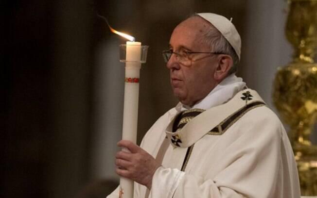 Papa Francisco faz Vigília Pascal no Vaticano
