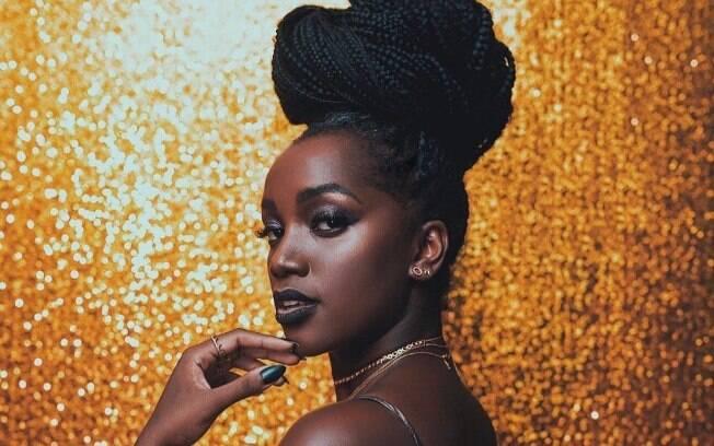 A cantora IZA já se consagrou na música pop brasileira, mas promete conquistar voos ainda mais altos