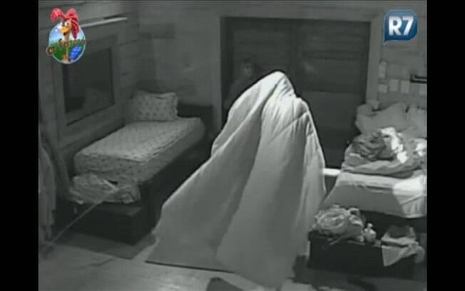 Fantasma Dinei assusta Raquel