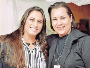 A primeira-dama de São Joaquim de Bicas, Álica Castro, e a secretária adjunta de Cultura, Elizabeth de Bastos Moura, comemoram o sucesso da Festa da Farofa, que reuniu 12 mil pessoas, no Distrito de Nossa Senhora da Paz (Farofa)