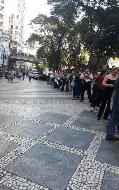 fila de trabalhadores