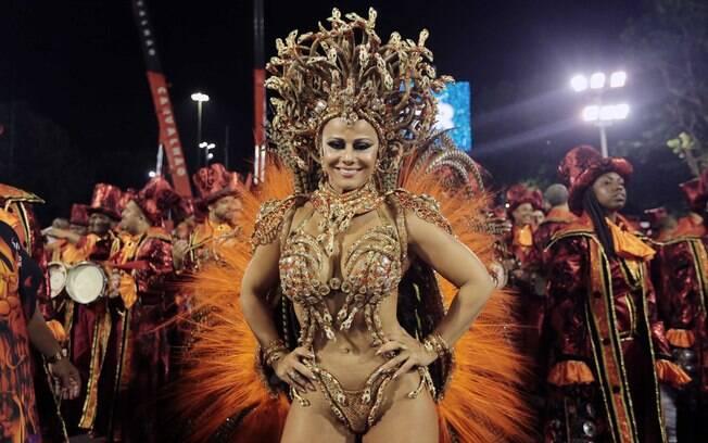 Viviane Aráujo em desfile do Salgueiro