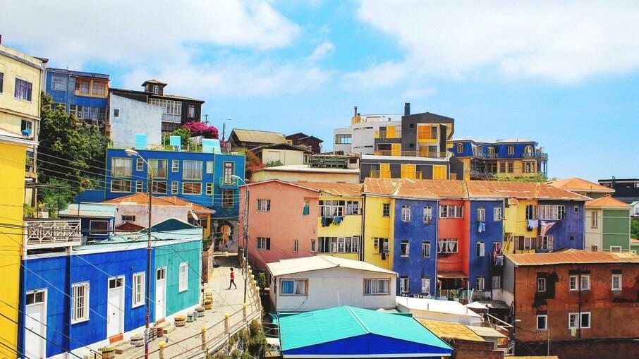 Além de oferecer uma vista privilegiada ao Oceano Pacífico, Cerro Bellavista possui casas coloridas que criam uma visão diferente ao turista