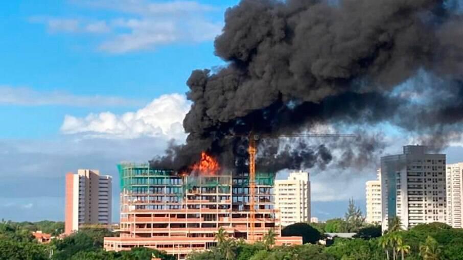 Por mais que o fogo tenha se alastrado e tomado conta do local, não houve feridos.