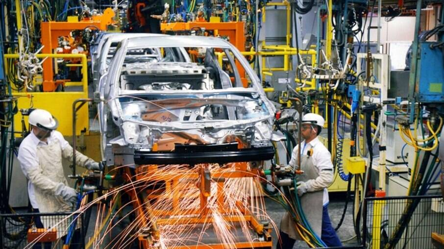 Pandemia e falta de peças ainda preocupam o setor. Por enquanto, GM e Honda estão paradas por falta de insumos no Brasil