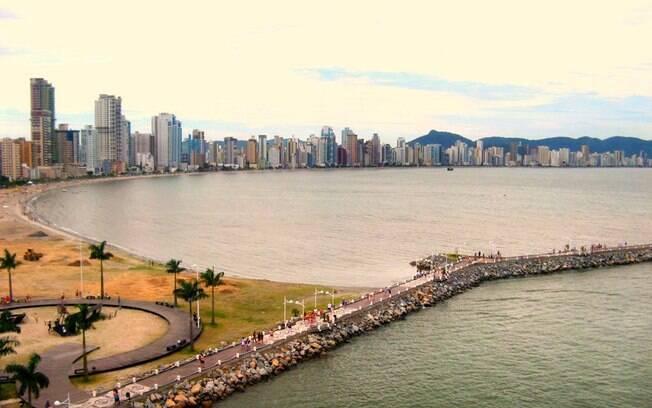 Passar o carnaval na praia de Balneário Camboriú é outra alternativa para os fãs da região Sul do Brasil