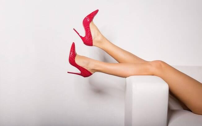 Usar salto alto condiciona os músculos, inclusive da região pélvica, por isso, ajuda a sentir orgasmo