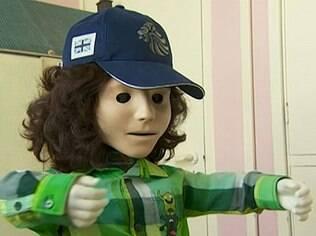 Robô Kaspar usa frases repetitivas e ajuda crianças com autismo