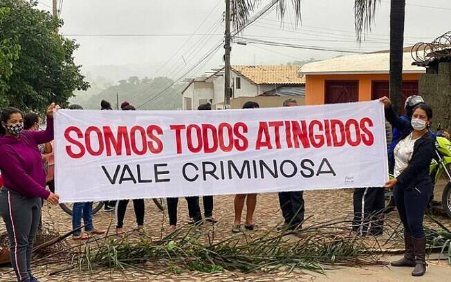 A população de cidades da região de Brumadinho (MG) está realizando protestos nesta semana contra o fim do auxílio emergencial da Vale