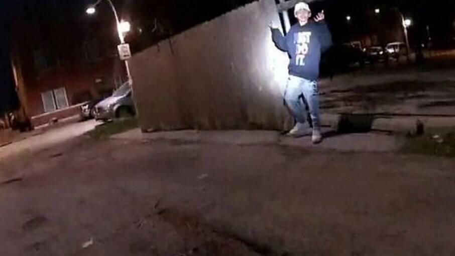Adam Toledo, de 13 anos, era latino e estava na 7ª série do ensino fundamental, não resistiu ao disparo efetuado por policial