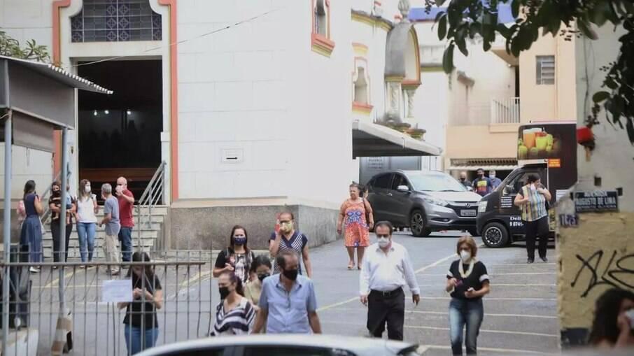 Igreja São Sebastião realizou missa neste domingo