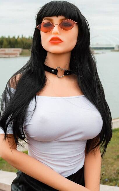 Yuri Tolochko pediu a boneca Margo em casamento