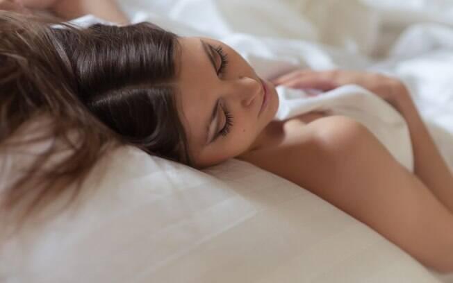 Dormir nua pode ser mais benéfico do que você imagina