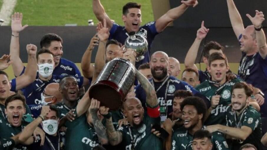 Palmeiras quebra sequência histórica do Flamengo e lidera ranking de crescimento nas redes sociais