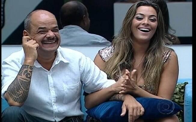 Monique e João falam com Bial antes do resultado do Paredão