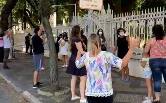 Grupos se reúnem para orar por pacientes em hospitais em Campinas