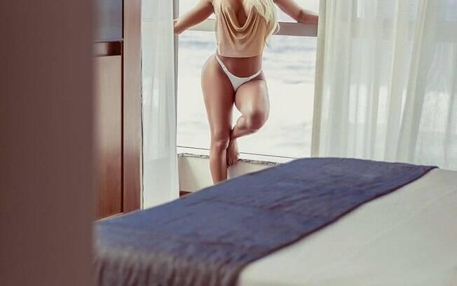 Dayse Brucieri posa sensual e faz revelações picantes. Foto: Samuel Melim/ VH Assessoria