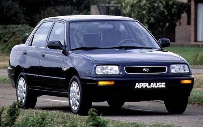 Aplauso por achar uma boa ideia chamar um carro como Applause e outro para o tanque de gasolina defeituoso