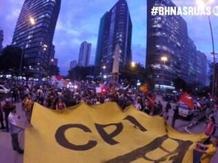 Movimento Tarifa Zero fecha a avenida Afonso Pena no sentido Mangabeiras