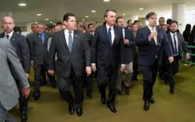 Presidente Jair Bolsonaro (sem partido) e presidente do Senado Davi Alcolumbre (DEM-AP)