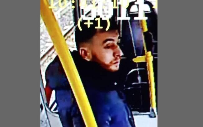 Polícia divulga imagem do suspeito do tiroteio no bonde elétrico em Utrecht, na Holanda