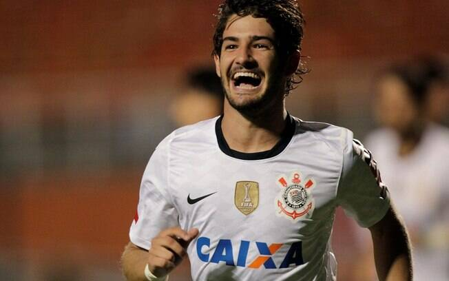 Alexandre Pato comemora o segundo gol do  Corinthians diante do Millonarios
