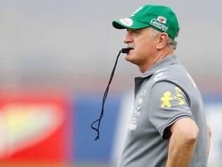 Felipão detém o recorde de permanência no cargo de treinador ao permanecer no comando da seleção portuguesa de 2003 a 2008