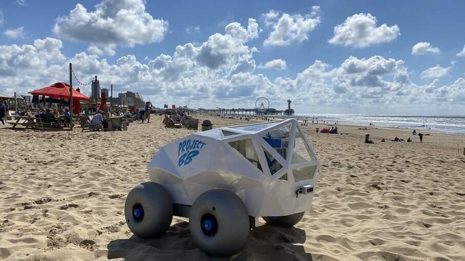 Beachbot ou BB ainda está em fase de testes, mas logo vai poder estar rodando pelas praias. Imaginou um desses no Brasil?