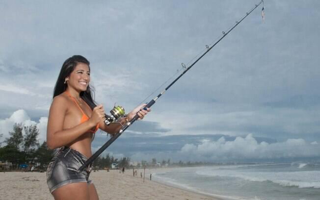 Mariana Gouvea mostra que tem habilidade com a pescaria