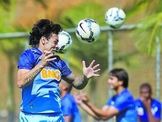 Trabalho. Ricardo Goulart, artilheiro do Brasileiro, durante treino na Toca da Raposa II