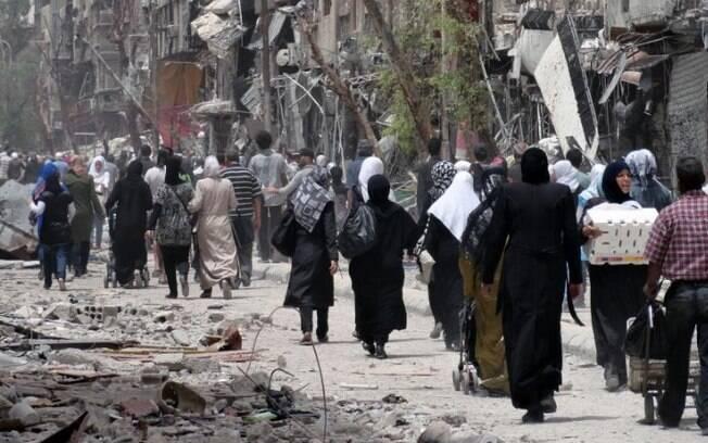 Ataques causaram a morte de 42 presos comuns na prisão do Estado Islâmico e 15 guardas e prisioneiros da organização
