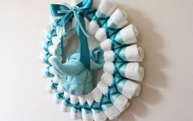 Também é possível fazer uma girlanda com as fraldas de pano