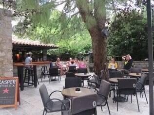 Restaurantes italianos estão em toda a parte em Kotor