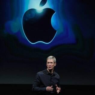 Tim Cook, CEO da Apple, apresentou número da empresa em lançamento do iPhone 4S