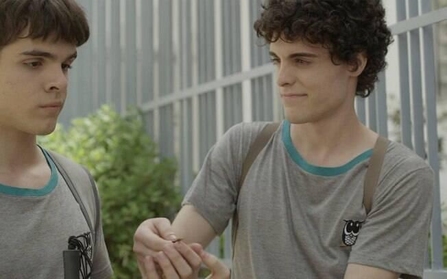 'Hoje Eu Quero Voltar Sozinho' mostra o adolescente cego Leonardo (Guilherme Lobo) se descobrindo gay e se apaixonando pelo novo colega de sala