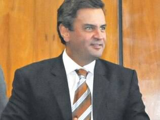 Aécio fechou acordo com o PCdoB para fazer oposição a Sarney