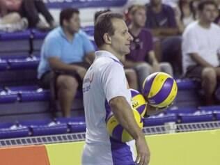 Marco Queiroga vai ter o desafio de comandar um time formado majoritariamente por atletas juvenis