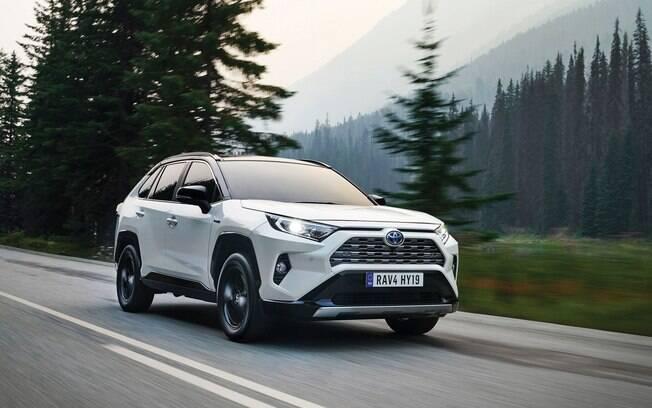 Toyota RAV4 da nova geração ganha linhas arrojadas e deve chamar atenção no mercado diante dos rivais