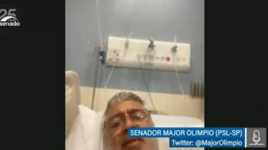 Nesta quarta, o senador participou de sessão em uma cama de hospital