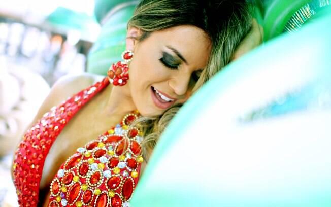 Tânia vestirá um traje que tem o sugestivo nome de 'Fantasia Sexual', cheio de preservativos e elementos picantes, já que o enredo da Tom Maior em 2013 é 'Parque dos Desejos, o Seu Passaporte Para o Prazer'