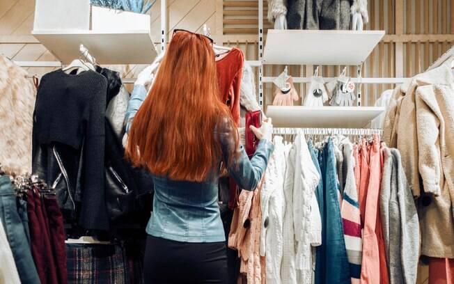 Guarda-roupa cápsula é uma ideia sustentável para evitar o consumo excessivo sem necessidade e de modo consciente