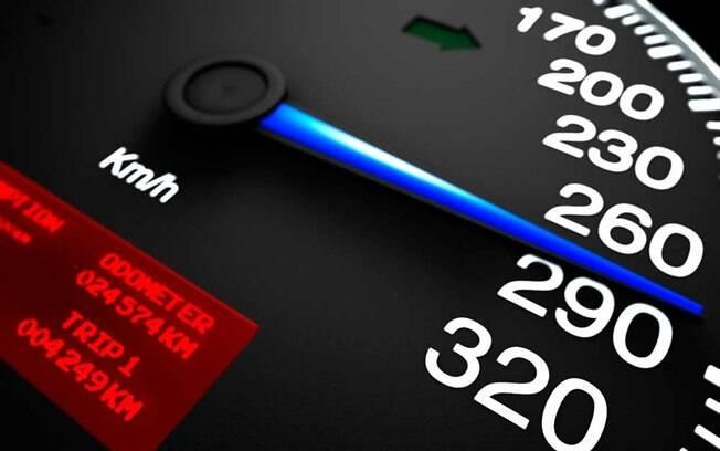 A multa por excesso de velocidade é uma das penalidades mais aplicadas.