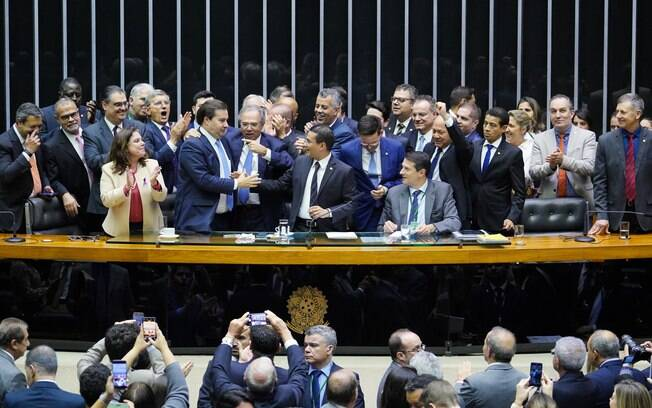 Paulo Guedes na Câmara em 2019 celebrando a aprovação da reforma da Previdência