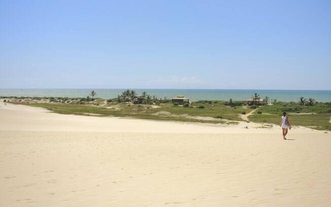 Belas praias podem ser conhecidas em caminhadas pela areia, com disposição e coragem para encarar horas sob o sol