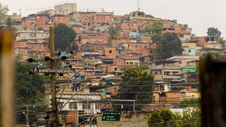 Moradores de favelas virem renda cair durante a pandemia