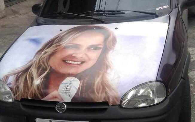 Carro João com foto da Eliana